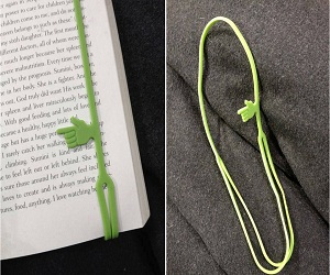 finger-pointing-bookmark